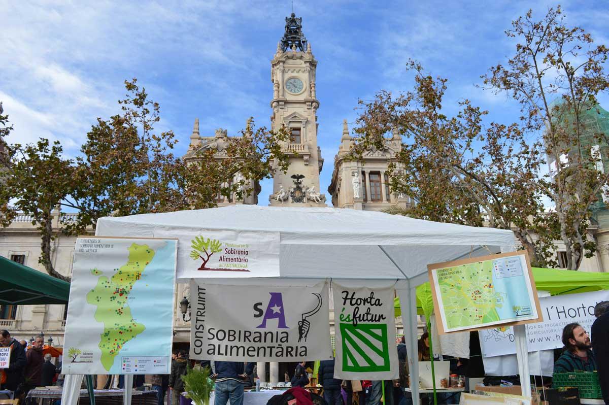 """Éxito de la iniciativa """"De l'Horta a la Plaça"""" en Valencia"""