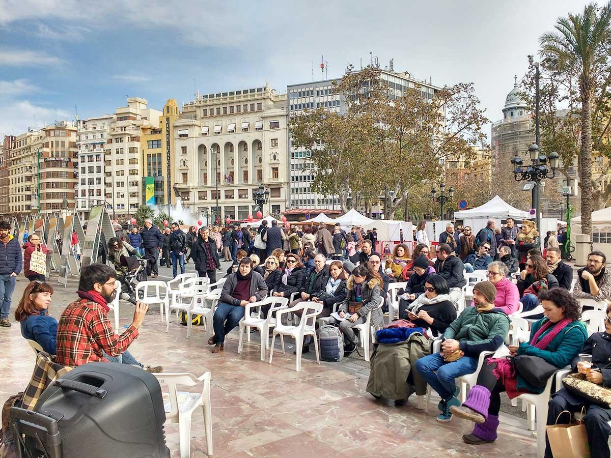 "Presentación del proyecto ""La Sostenibilitat al Pat"" en el mercado ""De l'horta a la plaça"""
