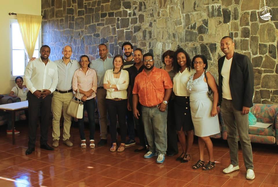 El equipo del proyecto con los socios. Fotografía de Reny Ramos
