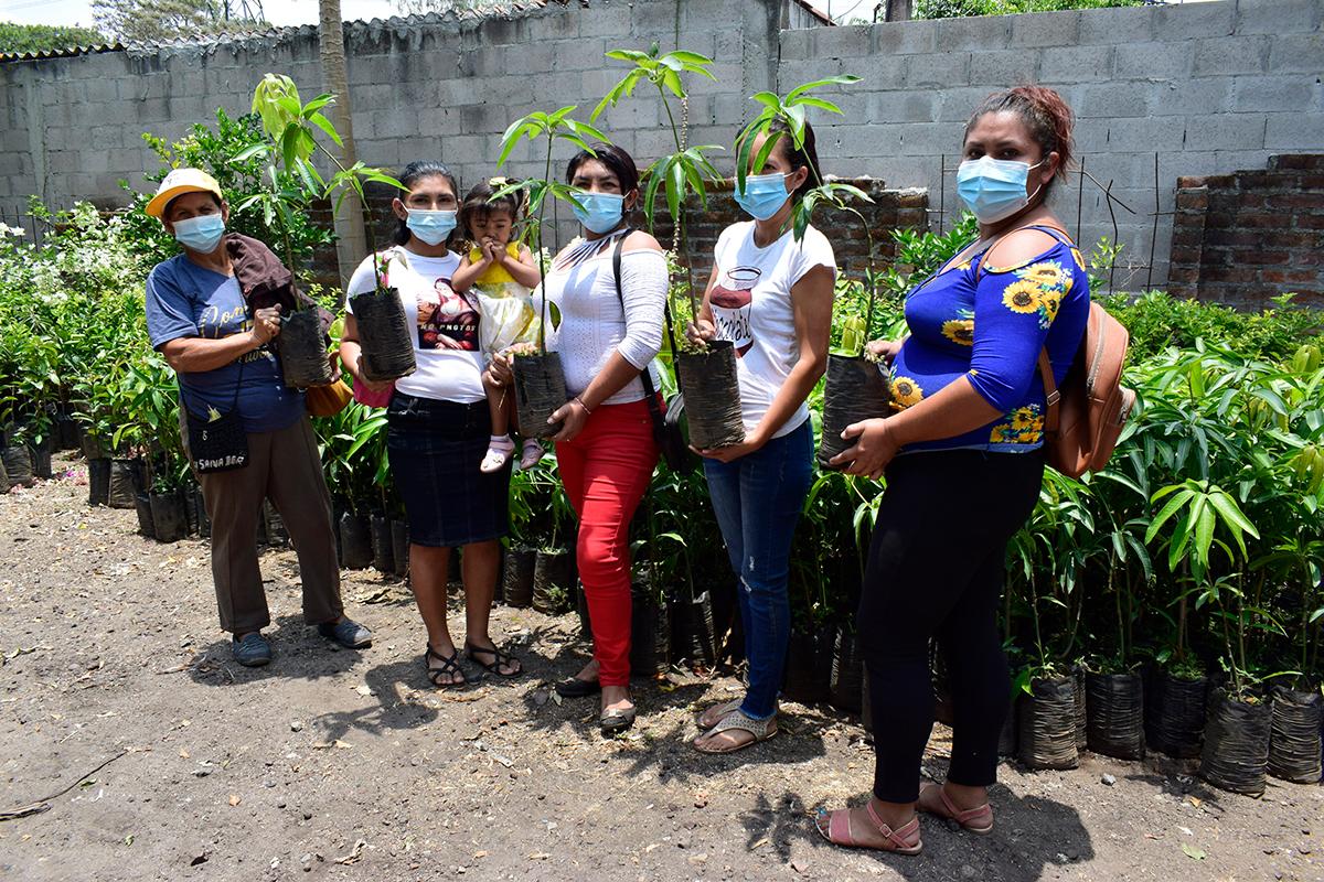 Mujeres salvadoreñas contribuyen al logro del derecho a la alimentación